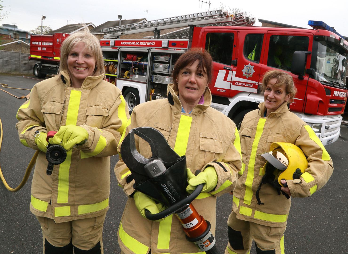 dating websites for firefighters The london-based site, uniform dating, is also available in the us and boasts over 135,000 members the site bills itself as a hub for heroes and their admirers uniformed catches include police officers, firefighters, emt/paramedics, and military the site also includes other uniformed professions like.